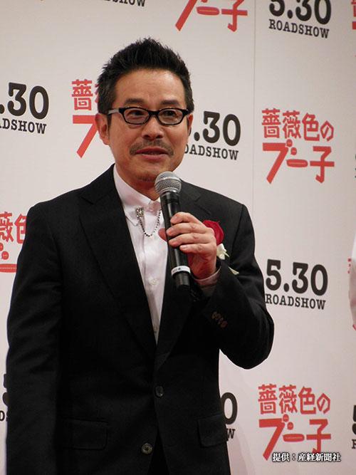 映画「薔薇色のブー子」の完成披露試写会に登場した俳優の田口トモロヲ