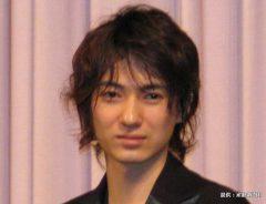 映画『人のセックスを笑うな』の完成披露試写会に出席した忍成修吾 2007年