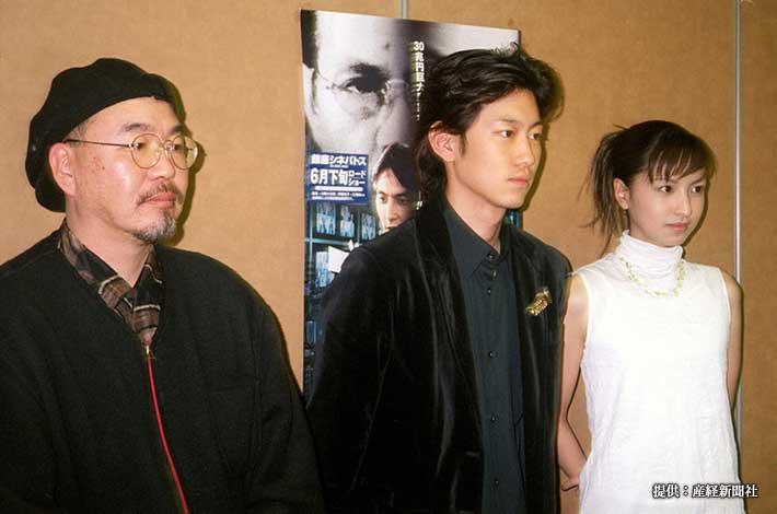 映画『ゴト師』の制作発表に出席した(左から)中田信一郎監督、川岡大次郎、伊藤裕子 1999年