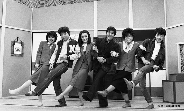 左から松居直美、見栄晴、生田悦子、萩本欽一、小柳みゆき、風見しんご 1982年