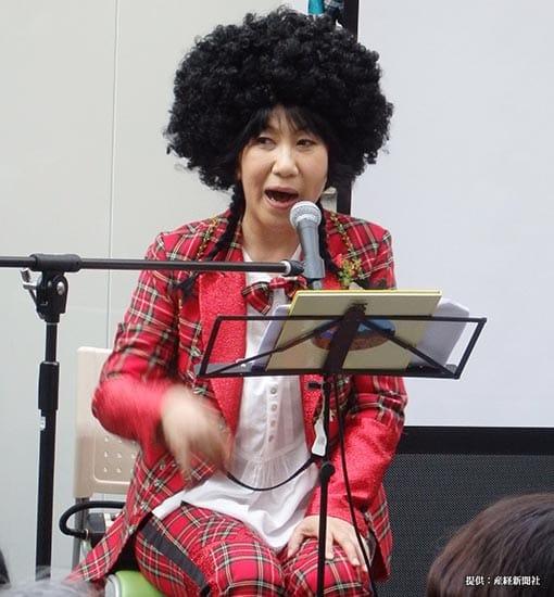 音楽グループ・しげちゃん一座の初アルバム「8つの宝箱~いとしの毛玉ちゃん~」の発売記念イベントを行った女優の室井滋