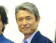 映画『群青色の、とおり道』の初日舞台あいさつに登場した升毅(右から2番目)