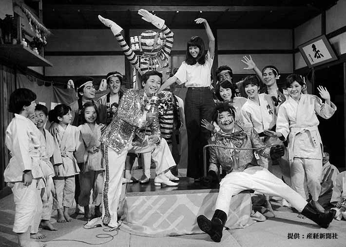 右からキャンディーズ、伊東四朗、アグネス・ラム、小松政夫 1977年