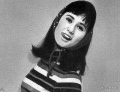山本リンダの昔と今の写真を比べてみると… 仮面ライダーに出演した過去や現在の歌声は?