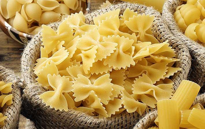 パスタとスパゲティって何が違うの? 種類や定義で比べてナポリタンに合うのは?