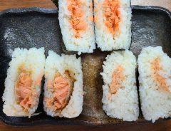 ファミリーマートのおにぎりはうまい? 値段の違う鮭おにぎりを食べ比べた結果