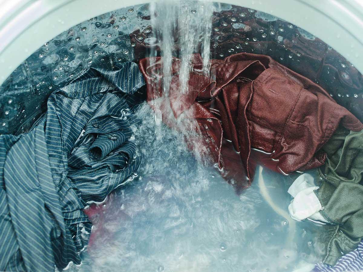 レーヨンとは? 繊維の特徴やメリット・デメリット 洗濯やアイロンのやり方は?