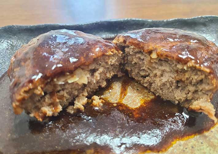セブンイレブンの総菜『金のハンバーグ』 おすすめの食べ方は「つぶすだけ」