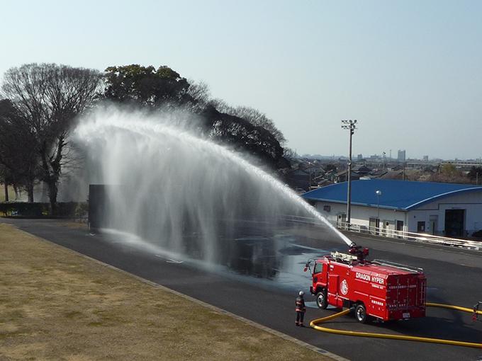 大型放水砲搭載ホース延長車 放水 訓練