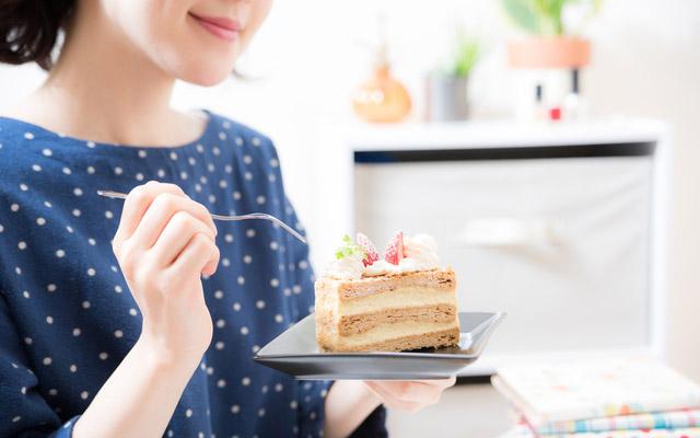 画像 フォークですくうのはNG!? ケーキの食べ方のマナー