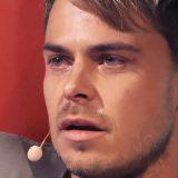 美しい歌声を披露する青年 振り返った審査員は、彼の姿を見て涙した
