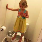 3歳の女の子はトイレで何をしている? その理由に胸が締め付けられます