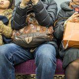 電車でされたらイラッとする 座っていた人が立ってから数秒後