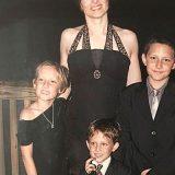 娘「うちのママは、本当にヤバい!」 12年前に撮影された『家族写真』とは?